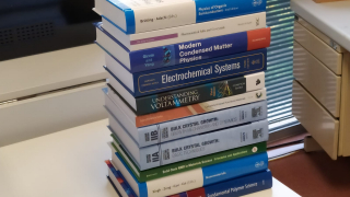 New acquisition of scientific books in our ICMAB Library